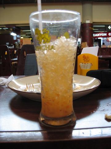 泰國都滿滿一杯的冰塊