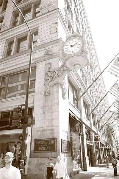 Chicago 街上的古典鐘_2.JPG