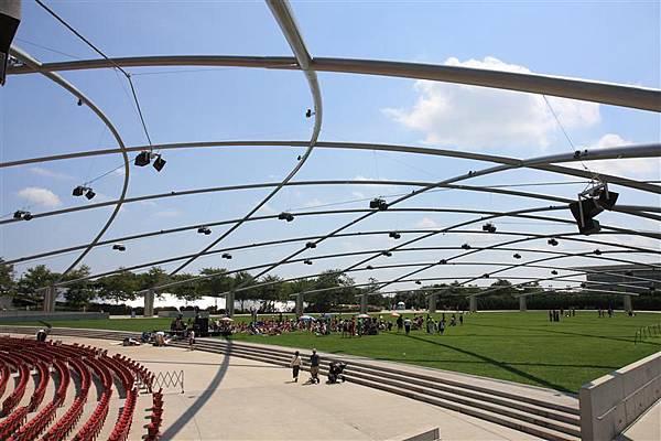 Millennium park _Jay Pritzker Music Pavilion 4.JPG