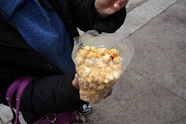 傳說中中西部最好吃的爆米花就在madison.JPG
