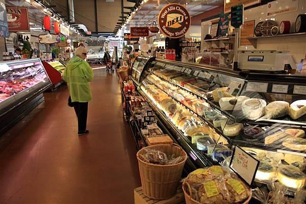 Milwaukee Public Market 6_cheese 超多.JPG