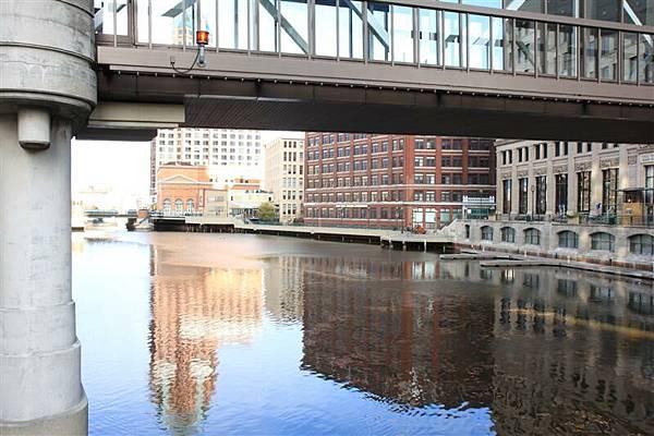 Milwaukee street 08.JPG