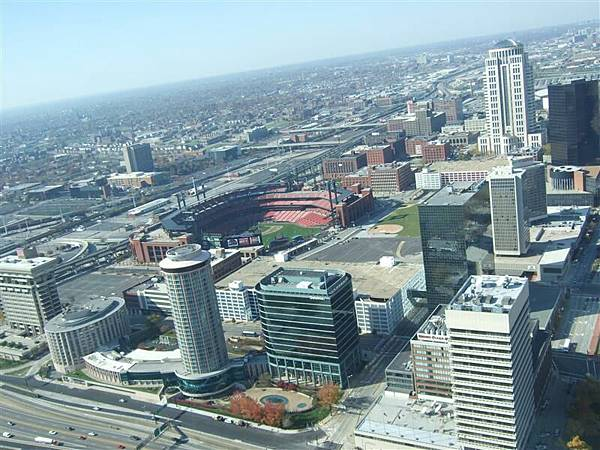 View fm Top of Gateway Arch 01.JPG