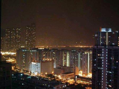在25樓俯瞰香港夜景