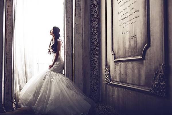 wedding-dresses-1486005_960_720.jpg