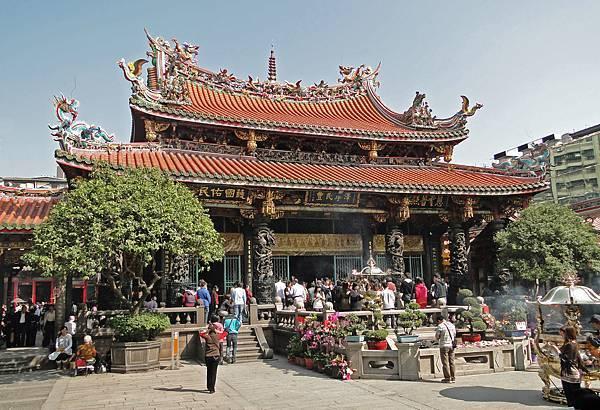 Longshan_Temple,_Taipei_01 (2).jpg