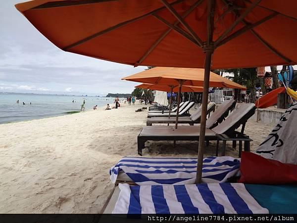躺在這上面,聽著海風,喝著飲料,多美妙!