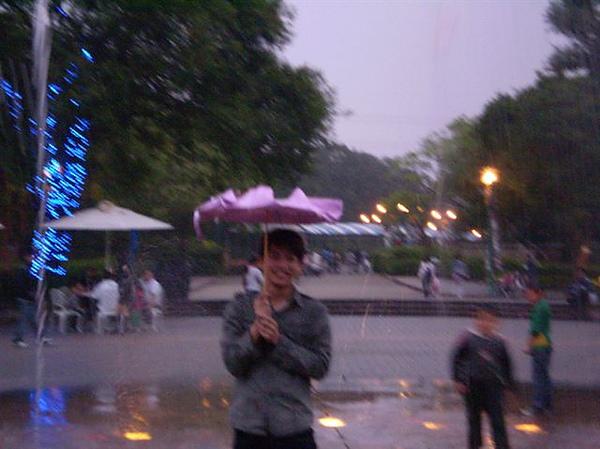 P3290488 我的傘 = = 蕭太很急.jpg
