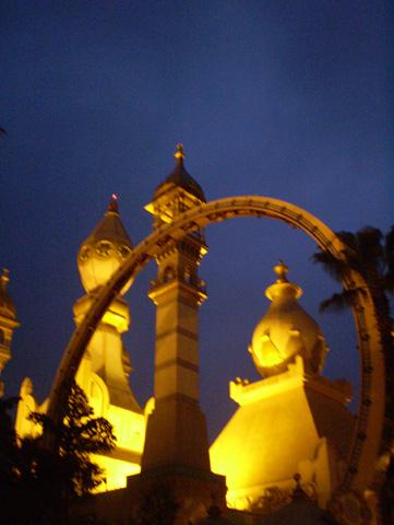 P3290509 晚上的阿拉伯皇宮好美.jpg
