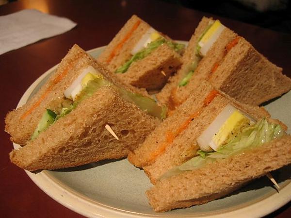 洪太的~全麥土司三明治