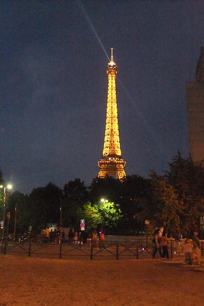 88衝到巴黎鐵塔.JPG