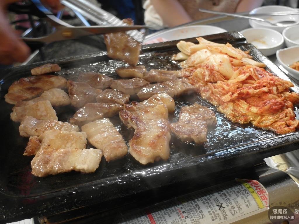 合井│辣泡菜生五花肉(辛김치生삼겹살)
