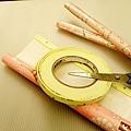 雙面膠 - 剪刀 - 包裝紙 - 紙板