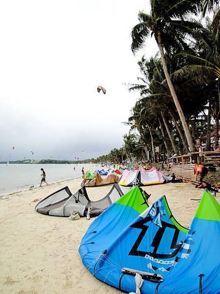 都是風箏浪板...顏色超美的
