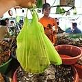 最後買了5隻超大明蝦送5隻中明蝦!還有一隻花枝!1500P