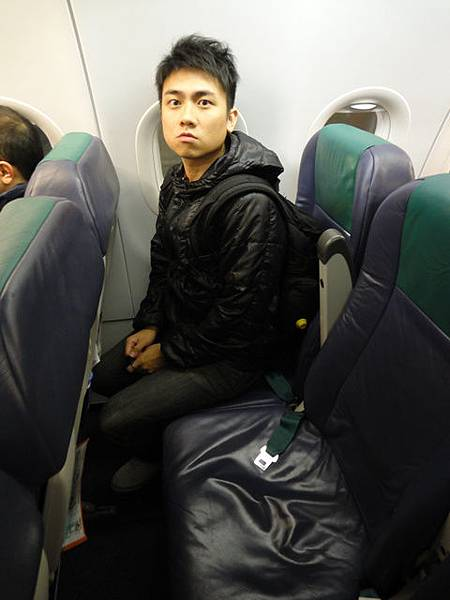 傳說中的廉價航空,座位真的很小,但2小時飛行時間很短OK的...