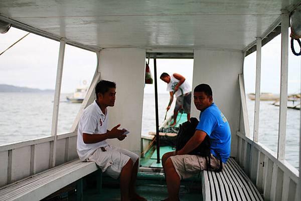 左邊是nami的員工,他負責機場接我們還有帶我們到島上