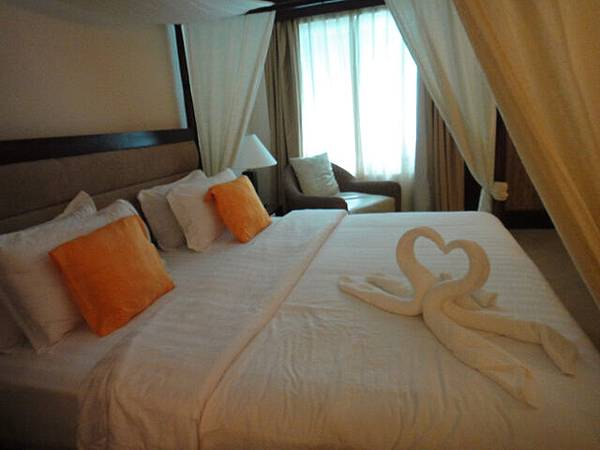 飯店以為我們來度蜜月,還幫我們弄愛心!!!