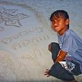藝術家就是他,他每天都在S1靠近聖母礁的沙灘~純真可愛!
