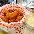 這是Buffalo wings 超鹹,但好吃!