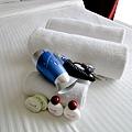 床上有擺著簡單的備品。沒有牙刷!!!  來長灘要記得戴牙刷...