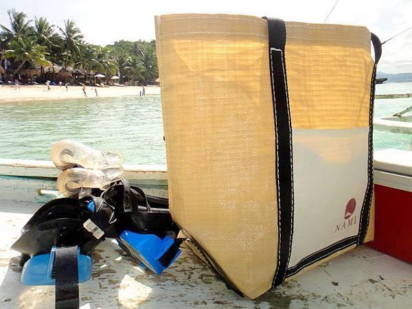 Nami會替包船出海的旅客準備面鏡、毛巾、冰桶、水~非常貼...