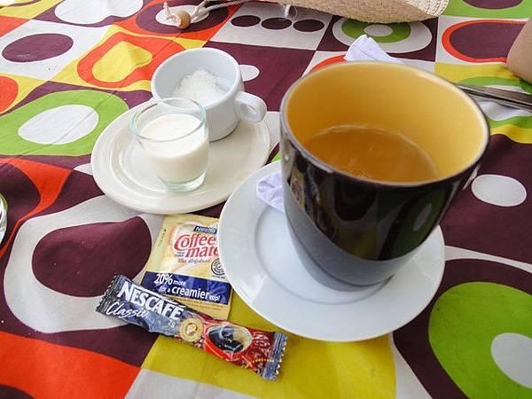 """附餐咖啡就很隨興的給""""即溶咖啡包"""" 是..."""