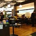 選了就在登機門旁的咖啡廳 超方便~The End