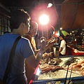 路邊的新鮮海產雖然不比市場便宜,但是還是要吃!