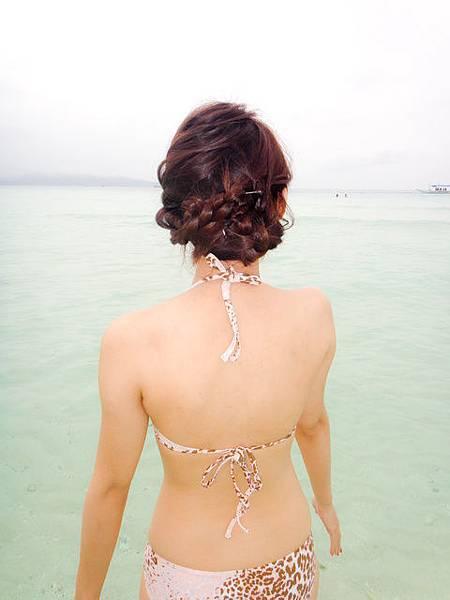 這是出發前翁咪咪教我的編髮~我趕快try了~很適合玩水