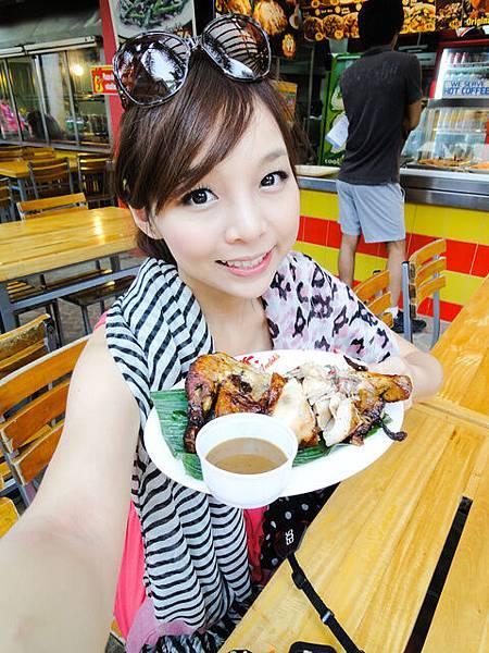 烤雞是有包餡料去烤過,所以有調味,很嫩很好吃!也很便宜~