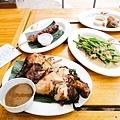 我們的Super half烤半雞、青菜、炸雞、BBQ肉串
