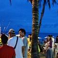 接近晚餐時間,S3有超多海灘BBQ,更便宜看起來菜色更多!