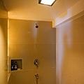 房間洗澡是shower~