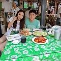 跟一桌豐盛海鮮 ! 2個人吃超多,超幸福啦!