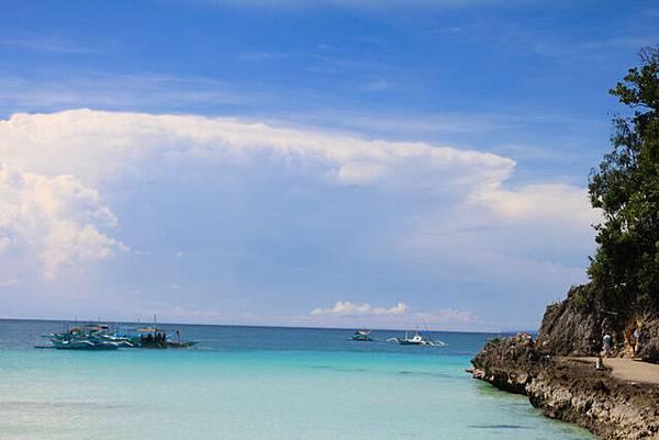 這個突出的岩壁,阻隔了S1跟diniwid沙灘的風景