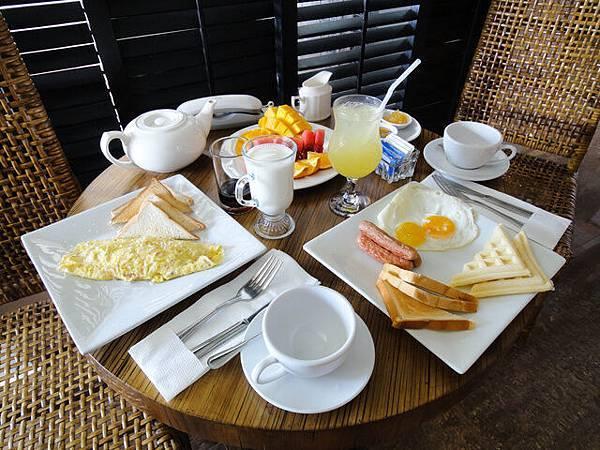 早餐不附,是我們自己點的~