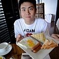 臭堯vs他總是喜歡點安全不出錯的美式早餐