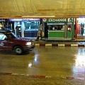 第一天就遇到下大雨~真是太幸運阿!冒雨飆車回飯店!
