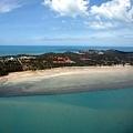 可以看出來西半邊沿海是淺灘~還有渡假村