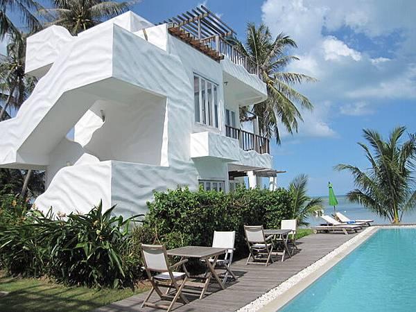 這一棟最靠近海邊...應該是高級的SPA房