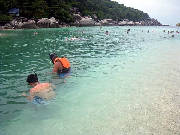 南緣島的這邊~是個半封閉式的淺灘
