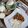 早餐! 今天點到好吃的泰式雞肉飯
