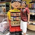 堯在曼谷找到他在賣糖果的胞弟
