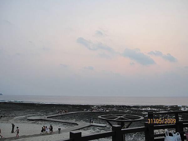 雲很厚...可能看不到日出了