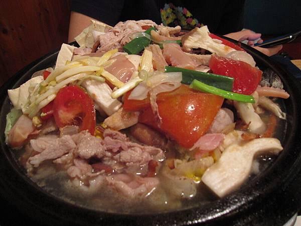 就是這鍋~看起來很壯觀~但是味道不好