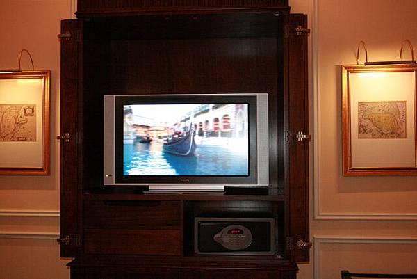 大大的電視有兩台