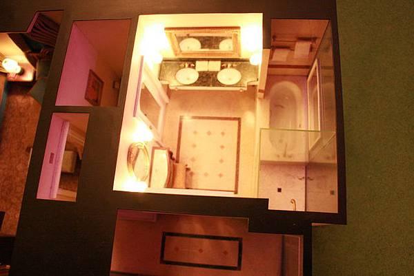 金碧輝煌的浴室