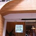 超可愛的店面...木板假裝掉下來