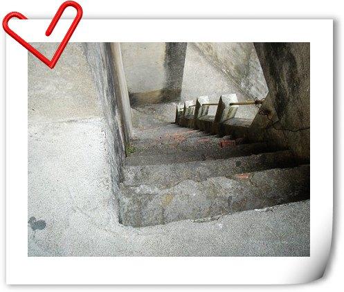 這樓梯他媽屌